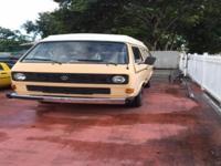 1985 Volkswagen Vanagon Interior details: 2 beds,
