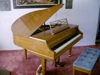 W.W. Kimball Baby Grand Piano. Under 5ft. Walnut. EX