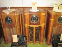 OLD WOODEN ZENITH RADIOS OLD RADIO TUBES, TUBE TYPE
