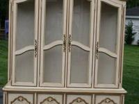 in great condition tempered glass shelves 3 interior