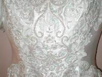 This gorgeous wedding dress size 6 has only been worn