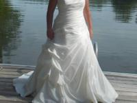 Ivory wedding dress size 16/18. Never been altered but