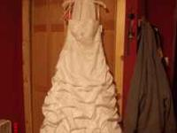 Im selling this amazing wedding dress because I have
