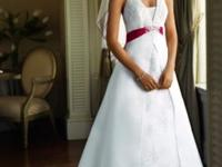 Designer Wedding Dress By: Essence of Australia Size 14