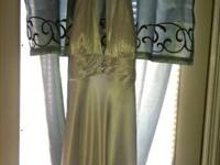 Wedding Dress size 16, from David's Bridal, never worn,
