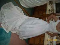 Brand new never worm size 12 wedding dress. Bought from