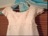 Beautiful Weddig Dress! Has fragile lace and beading on