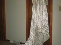 VINTAGE 1951 SATIN IVORY WEDDING DRESS This Ivory Satin