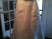 I HAVE A BEAUTIFUL WEDDING DRESS (SIZE 16W) (WHITE)