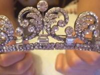 Selling Wedding tiara! Only dealing locally and in