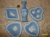Wedgwood blue card trays & vase. Ver excellent