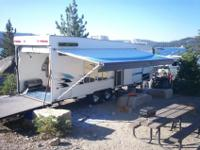 2004 28 foot Weekend Warrior toyhauler FS2600 this is a
