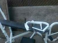 IM SELLING MY WEIGHT BENCH CAUSE I DONT USE IT ANYMORE,