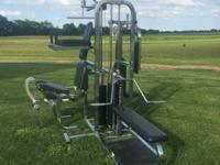 This heavy duty gym weight equipment allows you to work