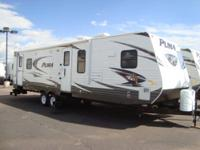 32 ft. travel trailer sleeps 6. New-looking carpet,