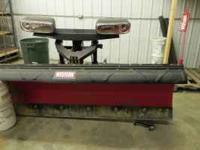 like new 7.6 poly plow. complete, like new. medium