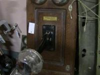 Amazing antique phone. Excellent old-time decor. Box