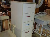 This white 5 drawer lingerie style chest is in very