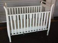 Great baby crib with cushion, spick-and-span, excellent