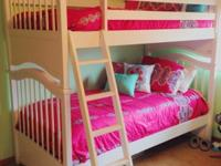 These white bunk beds are in really good condition with
