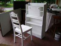 FOR SALE IS A WHITE DESK/CABINET/BOOKSHELF WITH A