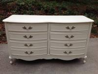 This is a beautiful all wood French Provincial 6 drawer