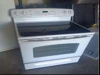 White GE electric range with smooth/ glass cooktop-