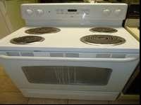 This nice, white GE TruTemp range/oven is in good