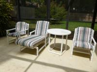 This modern style patio set includes one adjustable