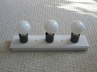 WHITE BATHROOM VANITY LIGHT BAR  Measures 18 inches