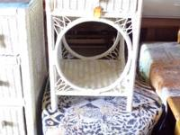 Beautiful white wicker night stand in excellent