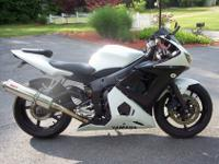 2004 YAMAHA R6 MOTORCYCLE . ALWAYS GARAGED. NEW FULL