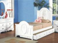 WHITE BEDROOM SET in excellent, brand-new