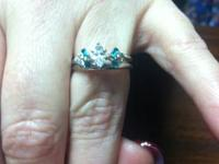 14k white gold wedding side with emerald side stone