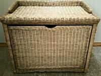 Type: FurnitureType: Handmade This is a wicker trunk