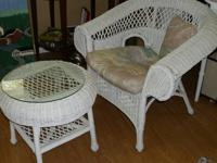 Hi there, I'm trying to sell / trade my wicker table