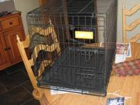 LIKE NEW! Collapsible wire cage with bottom tray. Size