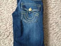 Woman's gold stitched True Religions size 25x28 They