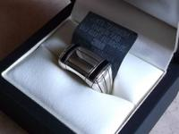 Anniversary ring contains 22 round brilliant cut
