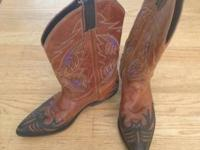 Womans cowboy boots. Size 6.5 fit like a 7.