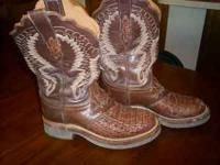 Selling a pair of really nice womans lucchese ostridge