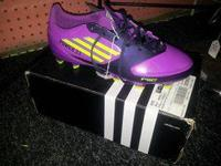Women's Adidas Soccer Cleats size 7 - Asking 30.00 (In