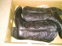 Almost brand new women's Ariat size 9 boots. Only worn