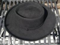 Black vintage felt hat in great condition. Almost never