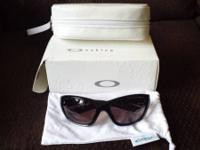 "I'm selling a ""fresh"" pair of women's Oakley Disclosure"