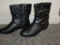 Soft Spots Boots Size 9W- Black, side zipper closure,