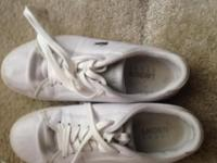 Womens Lacoste Gym Shoes White Leather. Hardly worn and