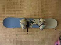 womens Kemper snowboard and bindings. size 142 perfect