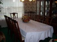 WOOD DINING TABLE IN VERY GOOD CONDITION $40.00 BRING