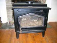 Wood stove in excellent condition with glass door for